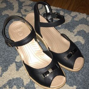 GREAT CONDITION!!! Crocs Black & Tan wedge size 8!